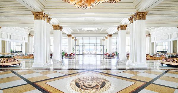 和皇宮比奢華!Donatella Versace的杜拜度假村酒店