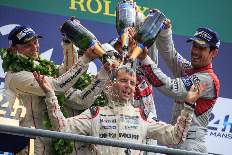 庆祝胜利为何要把香檳洒?  从赛车来的!
