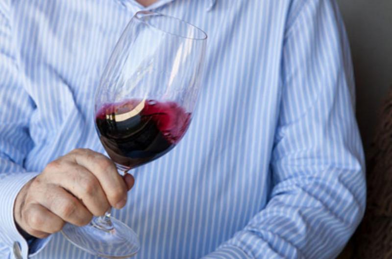 喝葡萄酒為什麼要搖杯?以及搖杯的技巧