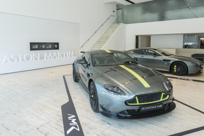赛车运动的灵魂曲线Aston Martin Vantage AMR  988万起抵台亮相