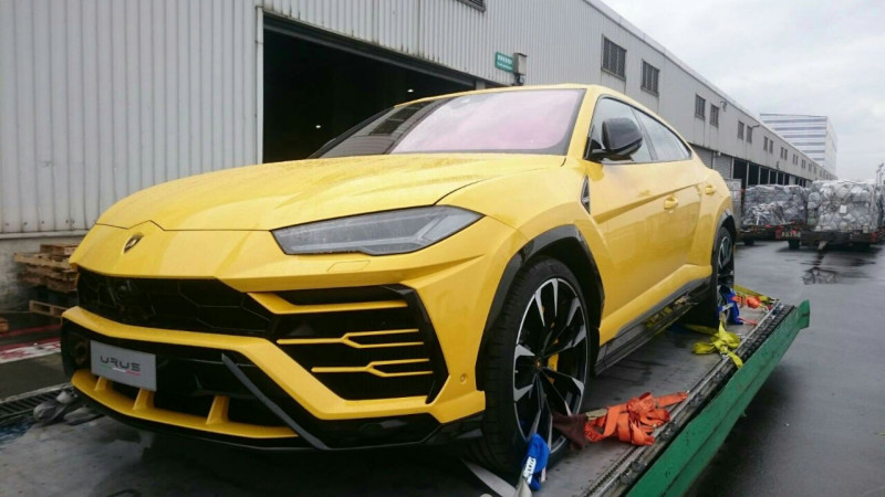 蓝宝坚尼SUV来也!台湾第一批Lamborghini Urus到货