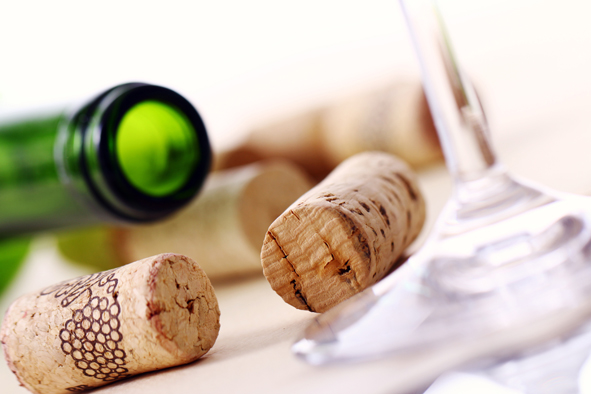 侍者为何要把软木塞递给你?关于在餐厅点葡萄酒的小常识