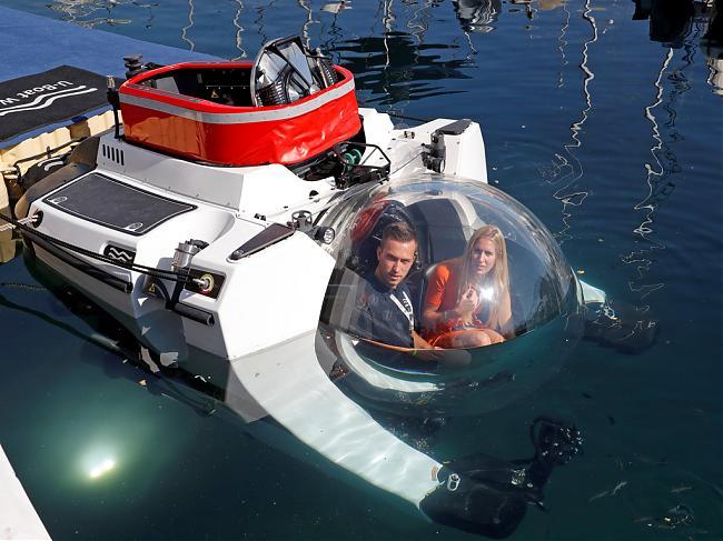 从水面玩到海底  Aston Martin潜水艇