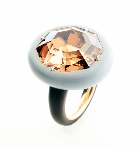 纽约TEFAF艺博会揭幕 珠宝创作各展风格