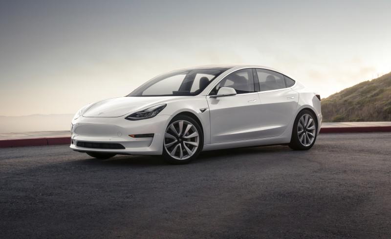 首輛Tesla Model 3現身台灣 四驅高性能版即將開放預訂