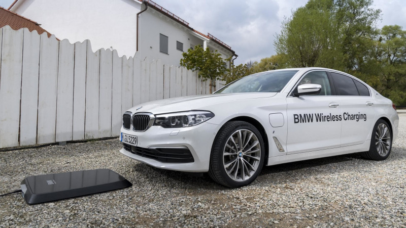 不用插也能充 BMW無線充電裝置7月開賣