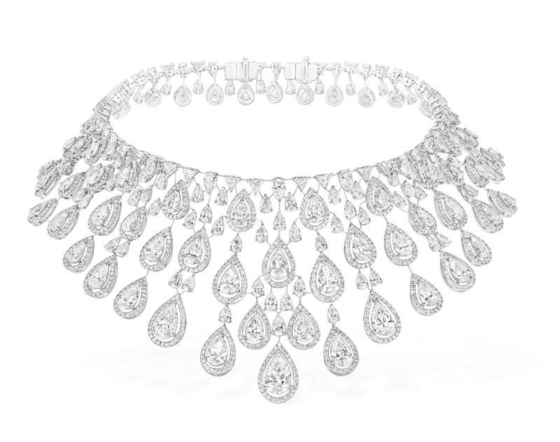 新曲《APES**T》MV  和Beyoncé抢镜的Persian Drop钻石项鍊