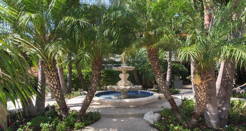 伊莉莎伯泰萊舊居出售 50年代後花園原貌呈現眼前