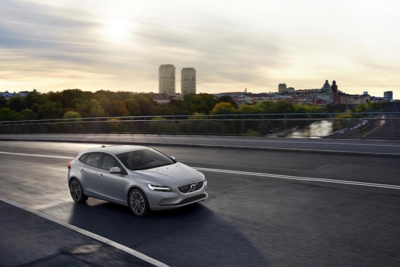 全車系標配升級 2019 年式 Volvo V40 T3、V40 Cross Country T4登台上市139萬起