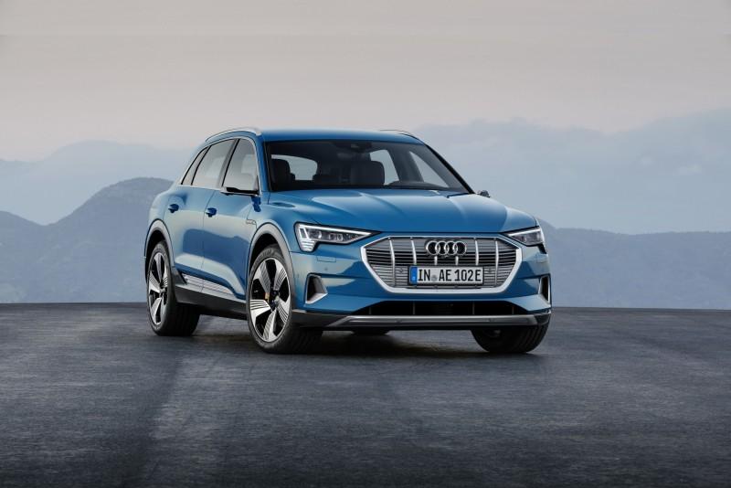 奥迪首辆纯电SUV  Audi e-tron 全球首创可设置前座内车门的虚拟后视镜