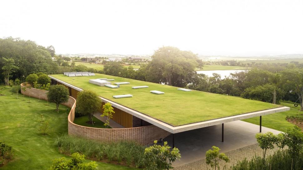 足球場就是屋頂 不愧是足球國度巴西的豪宅模樣