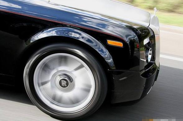 Rolls-Royce不靠修圖! 勞斯萊斯車輪上的Logo永遠「很正」的秘密是什麼?