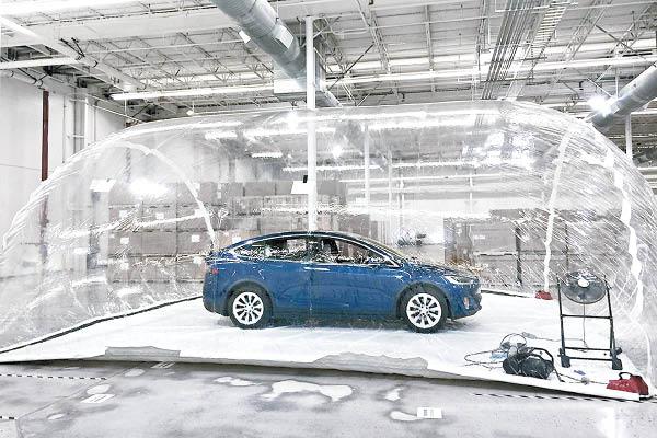 經加州野火、Tesla Model X車主認證 特斯拉生化武器防禦模式是玩真的!